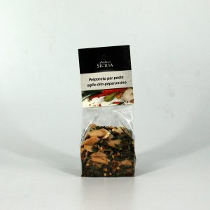 Seasoning for pasta based on garlic, oil and chili